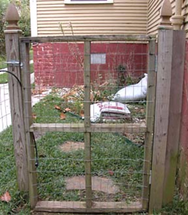 DIY Fences and Gates - Basic Mesh Fence - How To Make Easy Fence and Gate Project for Backyard and Home - Step by Step Tutorial and Ideas for Painting, Updating and Making Fences and DIY Gate - Cool Outdoors and Yard Projects
