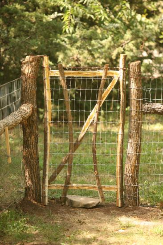 DIY Fences and Gates - Beautiful Rustic Dog Fence - How To Make Easy Fence and Gate Project for Backyard and Home - Step by Step Tutorial and Ideas for Painting, Updating and Making Fences and DIY Gate - Cool Outdoors and Yard Projects