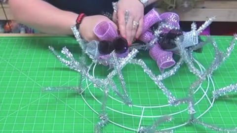 Stunning Way To Support Breast Cancer Awareness. Watch What She Does! | DIY Joy Projects and Crafts Ideas