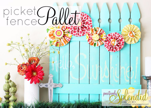 DIY Fences and Gates - Chalkboard Picket Fence Pallet - How To Make Easy Fence and Gate Project for Backyard and Home - Step by Step Tutorial and Ideas for Painting, Updating and Making Fences and DIY Gate - Cool Outdoors and Yard Projects