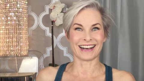 How She Does Classic Makeup On A Mature Face… | DIY Joy Projects and Crafts Ideas
