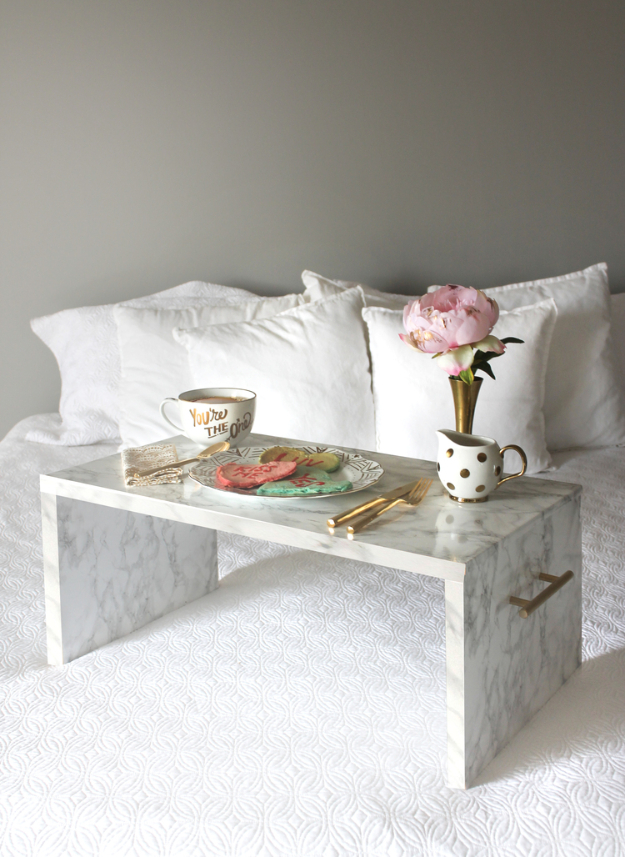 DIY Faux Marble Ideas - DIY Faux Marble Bed Tray - Easy Crafts and DIY Projects With Faux Marbling Tutorials - Paint and Decorate Home Decor, Creative DIY Gifts and Office Accessories