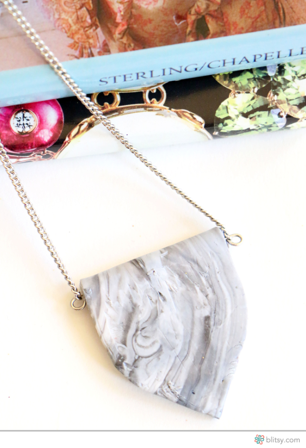 DIY Faux Marble Ideas - DIY Faux Marble Pendant - Easy Crafts and DIY Projects With Faux Marbling Tutorials - Paint and Decorate Home Decor, Creative DIY Gifts and Office Accessories