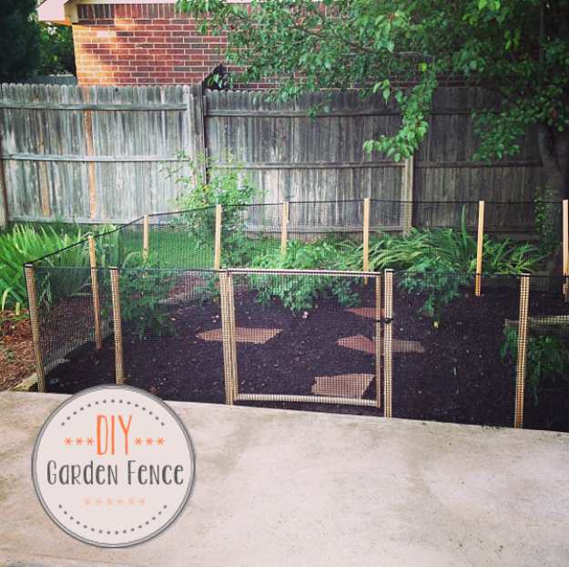 DIY Fences and Gates - DIY Garden Fence - How To Make Easy Fence and Gate Project for Backyard and Home - Step by Step Tutorial and Ideas for Painting, Updating and Making Fences and DIY Gate - Cool Outdoors and Yard Projects