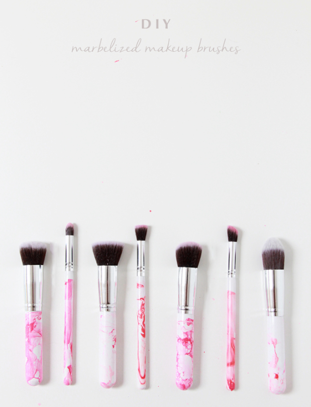 DIY Faux Marble Ideas - DIY Marbleized Makeup Brushes - Easy Crafts and DIY Projects With Faux Marbling Tutorials - Paint and Decorate Home Decor, Creative DIY Gifts and Office Accessories