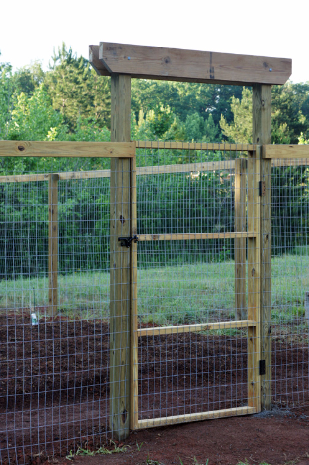 DIY Fences and Gates - DIY Mesh Backyard Gate For Pets - How To Make Easy Fence and Gate Project for Backyard and Home - Step by Step Tutorial and Ideas for Painting, Updating and Making Fences and DIY Gate - Cool Outdoors and Yard Projects http://diyjoy.com/diy-fences- gates