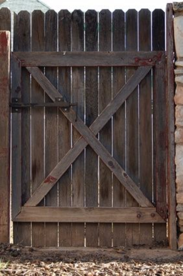 DIY Fences and Gates - Double Gate for a Wood Privacy Fence - How To Make Easy Fence and Gate Project for Backyard and Home - Step by Step Tutorial and Ideas for Painting, Updating and Making Fences and DIY Gate - Cool Outdoors and Yard Projects http://diyjoy.com/diy-fences-gates