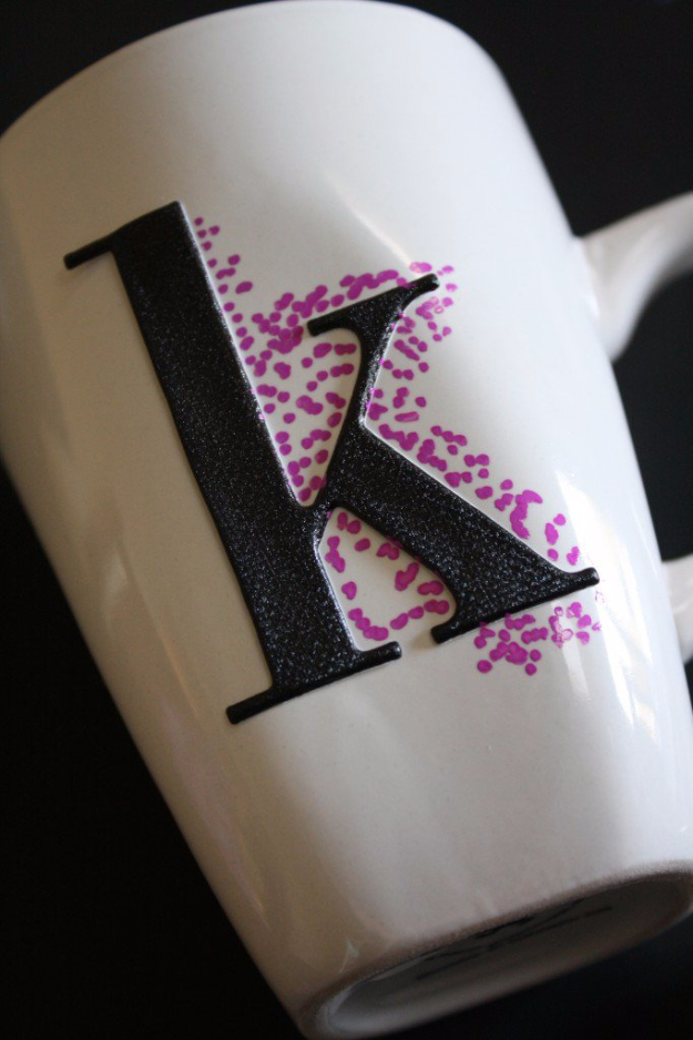 DIY Sharpie Crafts - Easy Dotted Sharpie Mugs - Cool and Easy Craft Projects and DIY Ideas Using Sharpies - Use Markers To Decorate and Design Home Decor, Cool Homemade Gifts, T-Shirts, Shoes and Wall Art. Creative Project Tutorials for Teens, Kids and Adults http://diyjoy.com/diy-sharpie-crafts