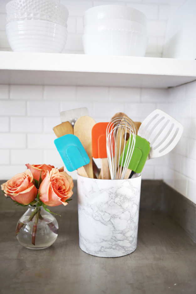 DIY Faux Marble Ideas - Easy Marble Utensil Holder DIY - Easy Crafts and DIY Projects With Faux Marbling Tutorials - Paint and Decorate Home Decor, Creative DIY Gifts and Office Accessories