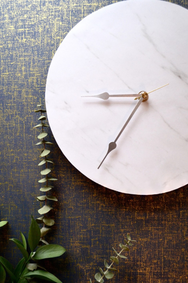 DIY Faux Marble Ideas - Faux Marble Clock - Easy Crafts and DIY Projects With Faux Marbling Tutorials - Paint and Decorate Home Decor, Creative DIY Gifts and Office Accessories