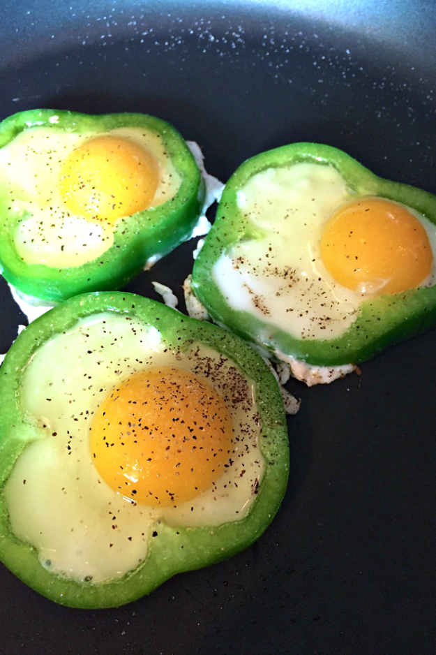 DIY St Patricks Day Ideas - Fried Eggs In Green Pepper - Food and Best Recipes, Decorations and Home Decor, Party Ideas - Cupcakes, Drinks, Festive St Patrick Day Parties With these Easy, Quick and Cool Crafts and DIY Projects http://diyjoy.com/st-patricks-day-ideas
