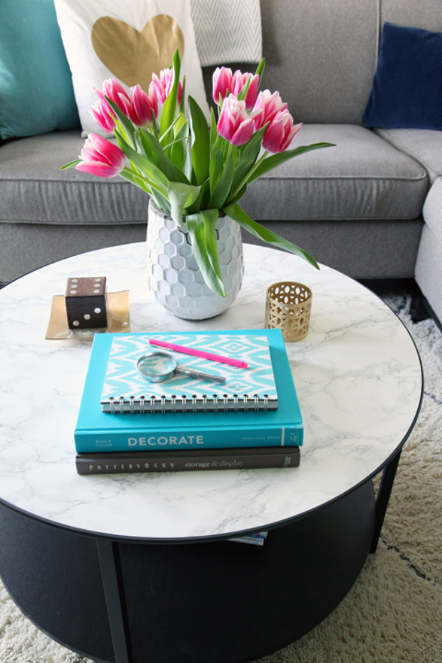 DIY Faux Marble Ideas - Marble Top Coffee Table - Easy Crafts and DIY Projects With Faux Marbling Tutorials - Paint and Decorate Home Decor, Creative DIY Gifts and Office Accessories