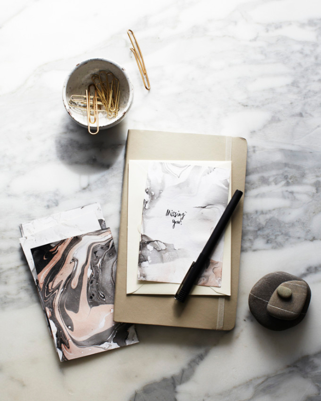 DIY Faux Marble Ideas - Marbleizing Stationery - Easy Crafts and DIY Projects With Faux Marbling Tutorials - Paint and Decorate Home Decor, Creative DIY Gifts and Office Accessories
