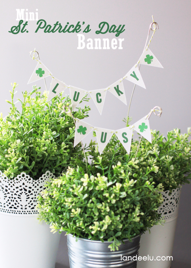 DIY St Patricks Day Ideas - Mini St. Patrick's Day Banner - Food and Best Recipes, Decorations and Home Decor, Party Ideas - Cupcakes, Drinks, Festive St Patrick Day Parties With these Easy, Quick and Cool Crafts and DIY Projects http://diyjoy.com/st-patricks-day-ideas