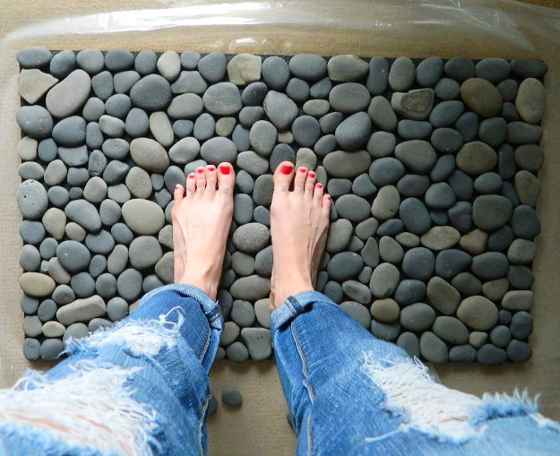 Pebble and Stone Crafts - Ocean Stone Bath Mat - DIY Ideas Using Rocks, Stones and Pebble Art - Mosaics, Craft Projects, Home Decor, Furniture and DIY Gifts You Can Make On A Budget #crafts