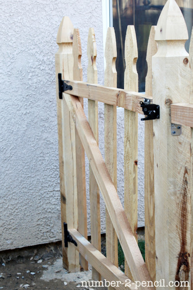 DIY Fences and Gates - Picket Fence Panel - How To Make Easy Fence and Gate Project for Backyard and Home - Step by Step Tutorial and Ideas for Painting, Updating and Making Fences and DIY Gate - Cool Outdoors and Yard Projects