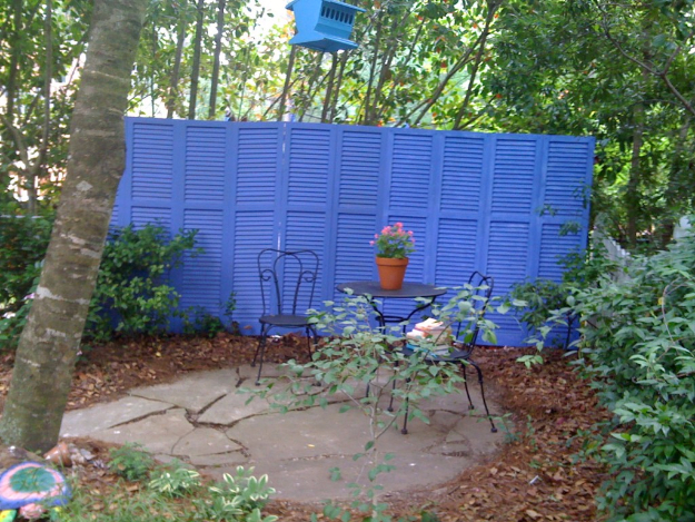 DIY Fences and Gates - Repurposed Shutter Fence - How To Make Easy Fence and Gate Project for Backyard and Home - Step by Step Tutorial and Ideas for Painting, Updating and Making Fences and DIY Gate - Cool Outdoors and Yard Projects http://diyjoy.com/diy-fences-gates