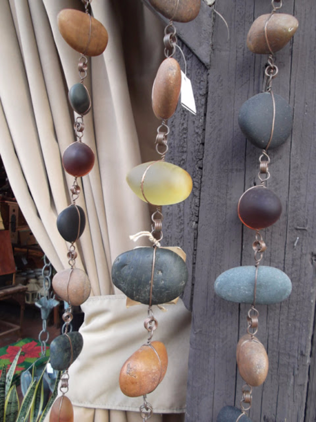 Outdoor Rock and Stone Crafts - Rock Chain Decor - DIY Ideas Using Rocks, Stones and Pebble Art - Mosaics, Craft Projects, Home Decor, Furniture and DIY Gifts You Can Make On A Budget #crafts