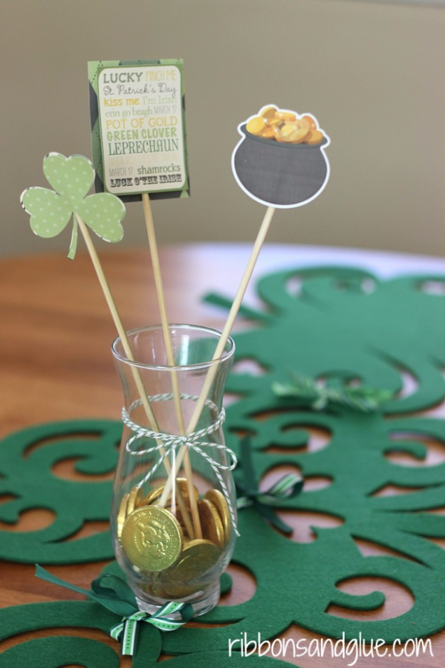 DIY St Patricks Day Ideas - Shamrock Table Runner - Food and Best Recipes, Decorations and Home Decor, Party Ideas - Cupcakes, Drinks, Festive St Patrick Day Parties With these Easy, Quick and Cool Crafts and DIY Projects http://diyjoy.com/st-patricks-day-ideas