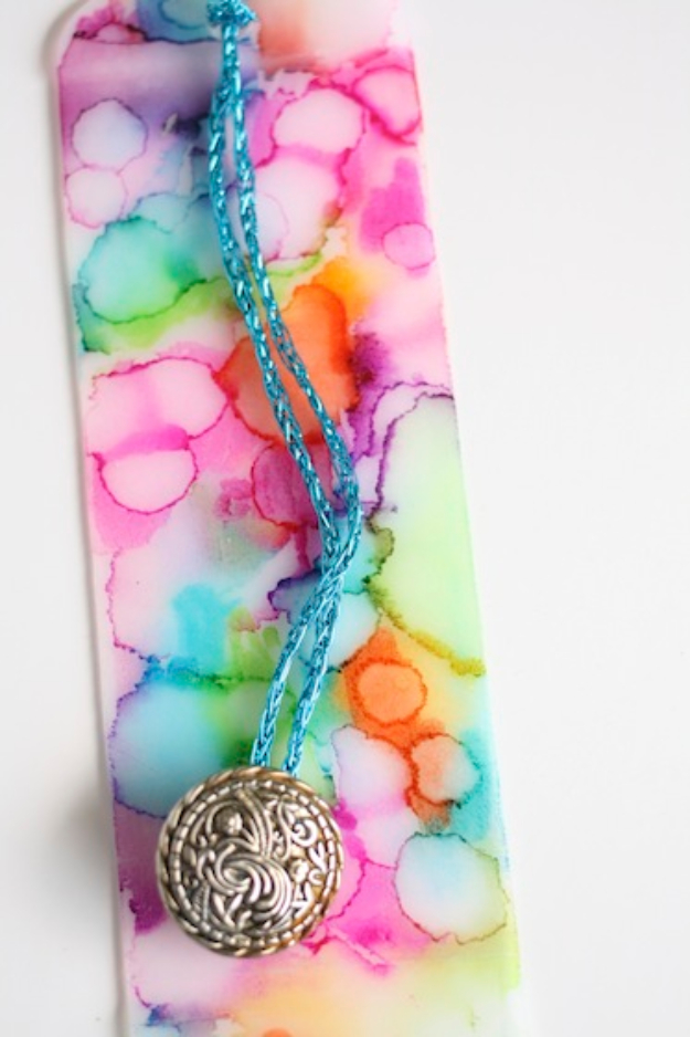 DIY Sharpie Crafts - Sharpie Bookmarks - Cool and Easy Craft Projects and DIY Ideas Using Sharpies - Use Markers To Decorate and Design Home Decor, Cool Homemade Gifts, T-Shirts, Shoes and Wall Art. Creative Project Tutorials for Teens, Kids and Adults http://diyjoy.com/diy-sharpie-crafts