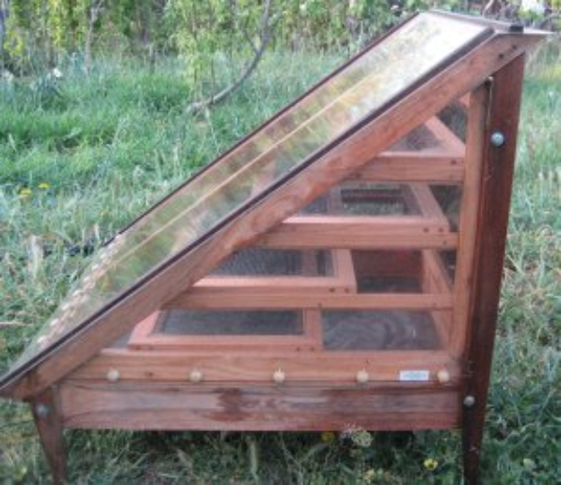 DIY Solar Powered Projects - Solar Food Dehydrator - Easy Solar Crafts and DYI Ideas for Making Solar Power Things You Can Use To Save Energy - Step by Step Tutorials for Making Things Without Batteries - DIY Projects and Crafts for Men and Women