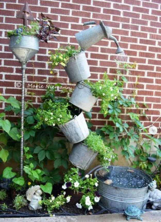 DIY Solar Powered Projects - Solar Fountain - Easy Solar Crafts and DYI Ideas for Making Solar Power Things You Can Use To Save Energy - Step by Step Tutorials for Making Things Without Batteries - DIY Projects and Crafts for Men and Women
