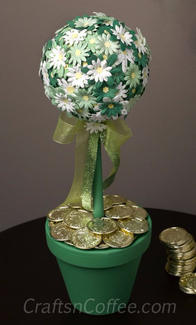 DIY St Patricks Day Ideas - St. Patrick's Day Topiary - Food and Best Recipes, Decorations and Home Decor, Party Ideas - Cupcakes, Drinks, Festive St Patrick Day Parties With these Easy, Quick and Cool Crafts and DIY Projects http://diyjoy.com/st-patricks-day-ideas