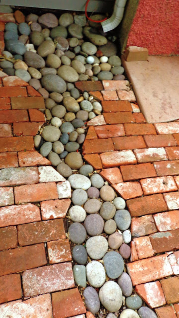 Pebble and Stone Crafts - Stone Pathway - DIY Ideas Using Rocks, Stones and Pebble Art - Mosaics, Craft Projects, Home Decor, Furniture and DIY Gifts You Can Make On A Budget #crafts