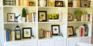 She Shows Us 5 Tips To Achieve A Professionally Arranged Look On Her Bookshelf!