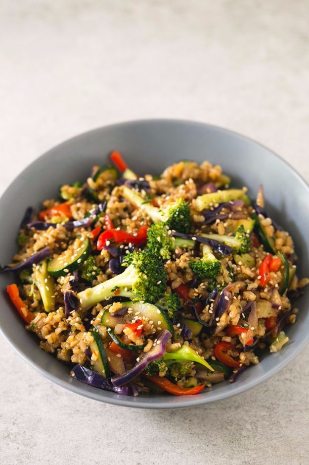 Best Rice Recipes - Brown Rice Stir-Fry with Vegetables - Easy Ideas for Quick Meals Made From a Bag of Rice - Healthy Recipes With Brown, White and Arborio Rice - Cheesy, Fried, Asian, Mexican Flavored Dinner Dishes and Side Dishes - DIY Projects and Crafts by DIY JOY http://diyjoy.com/best-rice-recipes