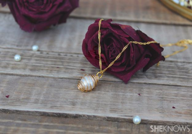 DIY Necklace Ideas - DIY Caged Pearl Necklace - Easy Handmade Necklaces with Step by Step Tutorials - Pendant, Beads, Statement, Choker, Layered Boho, Chain and Simple Looks - Creative Jewlery Making Ideas for Women and Teens, Girls - Crafts and Cool Fashion Ideas for Women, Teens and Teenagers #necklaces #diyjewelry #jewelrymaking #teencrafts