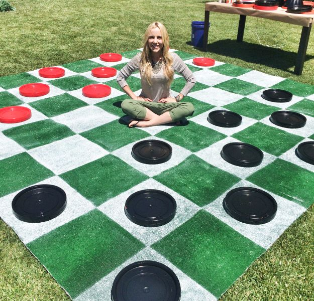 Best DIY Backyard Games - DIY Lawn Checkers - Cool DIY Yard Game Ideas for Adults, Teens and Kids - Easy Tutorials for Cornhole, Washers, Jenga, Tic Tac Toe and Horseshoes - Cool Projects for Outdoor Parties and Summer Family Fun Outside #diy #backyard #kids #games