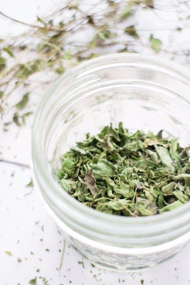 DIY Ideas with Dried Herbs - Dried Mint Tea Leaves - Creative Home Decor With Easy Step by Step Tutorials for Making Herb Crafts, Projects and Recipes - Cool DIY Gift Ideas and Cheap Homemade Gifts - DIY Projects and Crafts by DIY JOY #diy #herbs #gifts