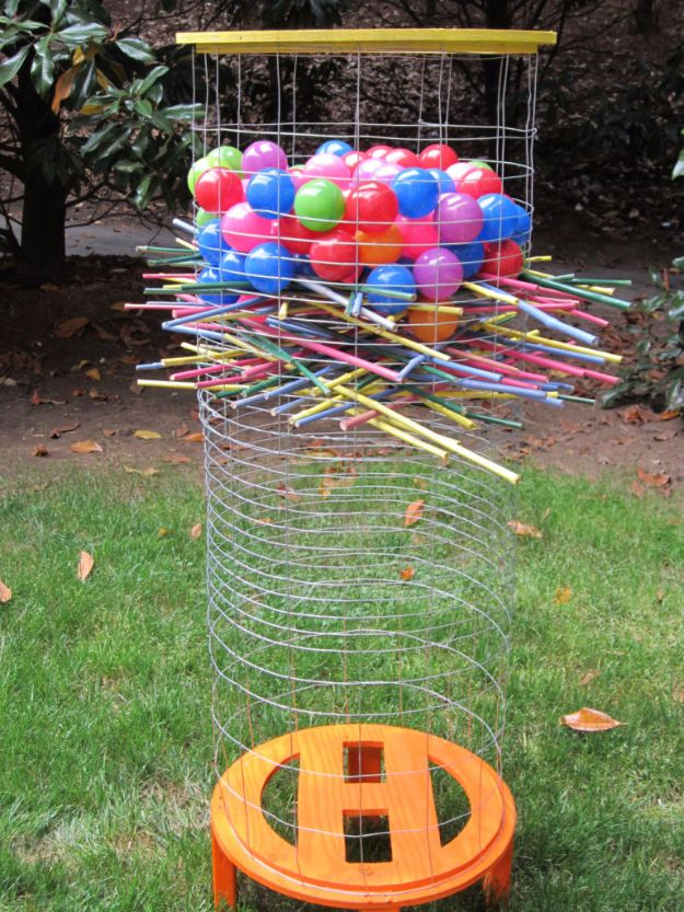 Best DIY Backyard Games - Giant DIY Kerplunk - Cool DIY Yard Game Ideas for Adults, Teens and Kids - Easy Tutorials for Cornhole, Washers, Jenga, Tic Tac Toe and Horseshoes - Cool Projects for Outdoor Parties and Summer Family Fun Outside http://diyjoy.com/diy-backyard-games