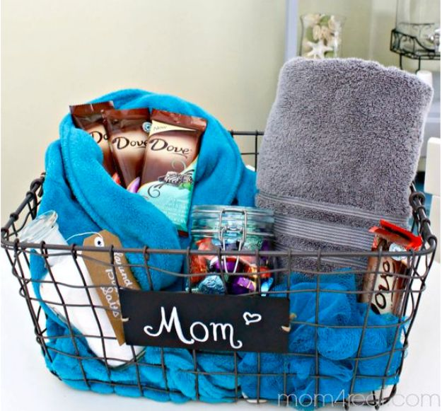 DIY Mothers Day Gift Ideas - Handmade Spa Pack - Homemade Gifts for Moms - Crafts and Do It Yourself Home Decor, Accessories and Fashion To Make For Mom - Mothers Love Handmade Presents on Mother's Day - DIY Projects and Crafts by DIY JOY http://diyjoy.com/diy-mothers-day-gifts