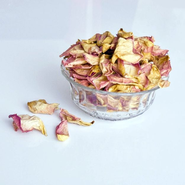 DIY Ideas With Rose Petals - Homemade Rose Petal Potpourri - Crafts and DIY Projects, Recipes You Can Make With Rose Petals - Creative Home Decor and Gift Ideas Make Awesome Mothers Day and Christmas Gifts - Crafts and Do It Yourself by DIY JOY #rosecrafts #diygifts
