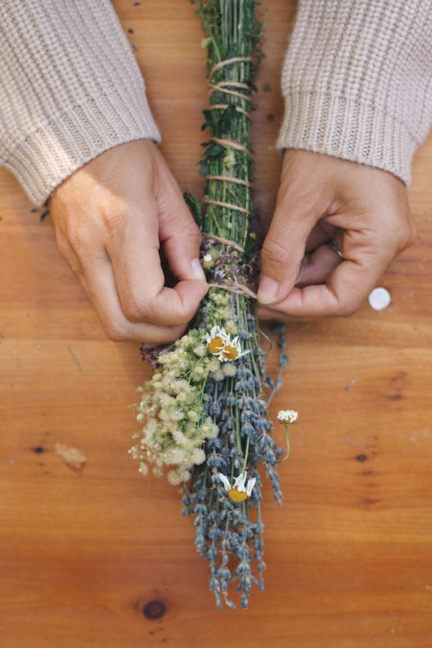 DIY Lavender Recipes and Project Ideas - Lavender Smudge Bundles - Food, Beauty, Baking Tutorials, Desserts and Drinks Made With Fresh and Dried Lavender - Savory Lavender Recipe Ideas, Healthy and Vegan #lavender #diy