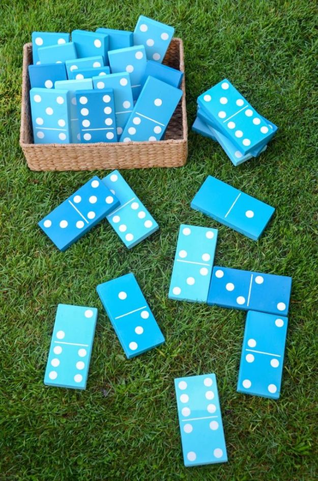 Best DIY Backyard Games - Lawn Dominoes - Cool DIY Yard Game Ideas for Adults, Teens and Kids - Easy Tutorials for Cornhole, Washers, Jenga, Tic Tac Toe and Horseshoes - Cool Projects for Outdoor Parties and Summer Family Fun Outside #diy #backyard #kids #games