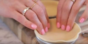 After Putting Pie Crust In A Mason Jar Lid What She Does Next Makes A Quick And Convenient Treat!