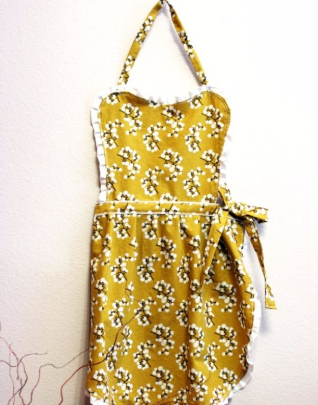 DIY Mothers Day Gift Ideas - Mother's Day Apron - Homemade Gifts for Moms - Crafts and Do It Yourself Home Decor, Accessories and Fashion To Make For Mom - Mothers Love Handmade Presents on Mother's Day - DIY Projects and Crafts by DIY JOY http://diyjoy.com/diy-mothers-day-gifts