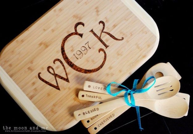 DIY Mothers Day Gift Ideas - Personalized Cutting Board - Homemade Gifts for Moms - Crafts and Do It Yourself Home Decor, Accessories and Fashion To Make For Mom - Mothers Love Handmade Presents on Mother's Day - DIY Projects and Crafts by DIY JOY http://diyjoy.com/diy-mothers-day-gifts
