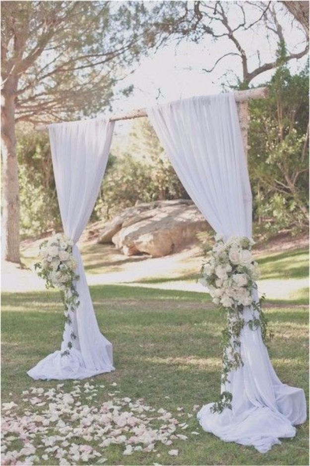 DIY Outdoors Wedding Ideas - Ranch Wedding - Step by Step Tutorials and Projects Ideas for Summer Brides - Lighting, Mason Jar Centerpieces, Table Decor, Party Favors, Guestbook Ideas, Signs, Flowers, Banners, Tablecloth #wedding #diy