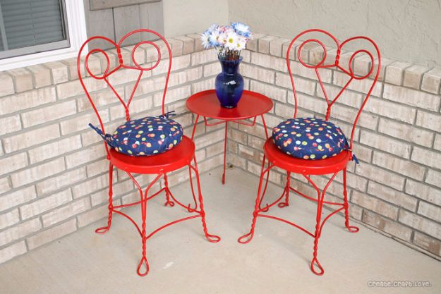 Sewing Projects for The Patio - Simple Round Cushion For Patio Chairs - Step by Step Instructions and Free Patterns for Cushions, Pillows, Seating, Sofa and Outdoor Patio Decor - Easy Sewing Tutorials for Beginners - Creative and Cheap Outdoor Ideas for Those Who Love to Sew - DIY Projects and Crafts by DIY JOY #diydecor #diyhomedecor #sewing