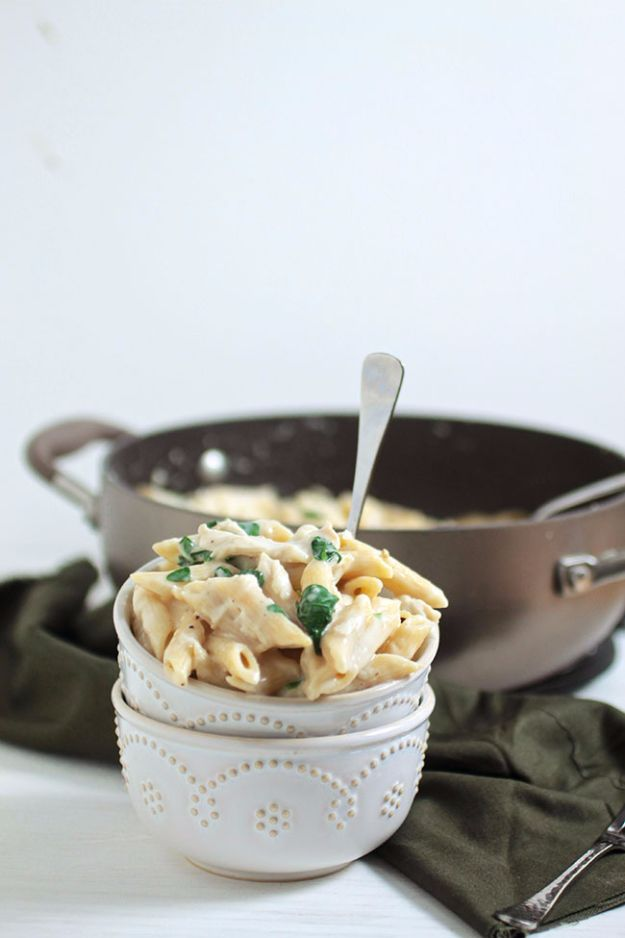 Best Spinach Recipes - Chicken Spinach Alfredo - Easy, Healthy Lowfat Recipe Ideas for Dinner, Salads, Lunches, Sides, Smoothies and Even Dessert - Qucik and Creative Ideas for Vegetables - Cheesy, Creamed, Country Style Favorites for Family and For Kids http://diyjoy.com/best-spinach-recipes