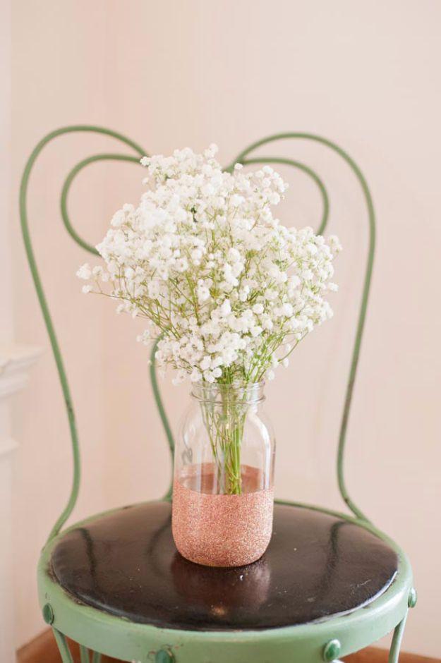 DIY Wedding Centerpieces - DYI Glitter Vases - Easy Flower Arrangements for Weddings - Mason Jar Wedding Decor for Rustic Outdoor Wedding Ideas