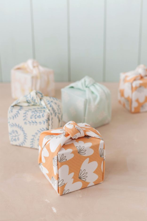 31 brilliantly creative wedding favors you can make for your big day diy wedding favors diy knotted fabric wrapped favor boxes do it yourself ideas for solutioingenieria Gallery