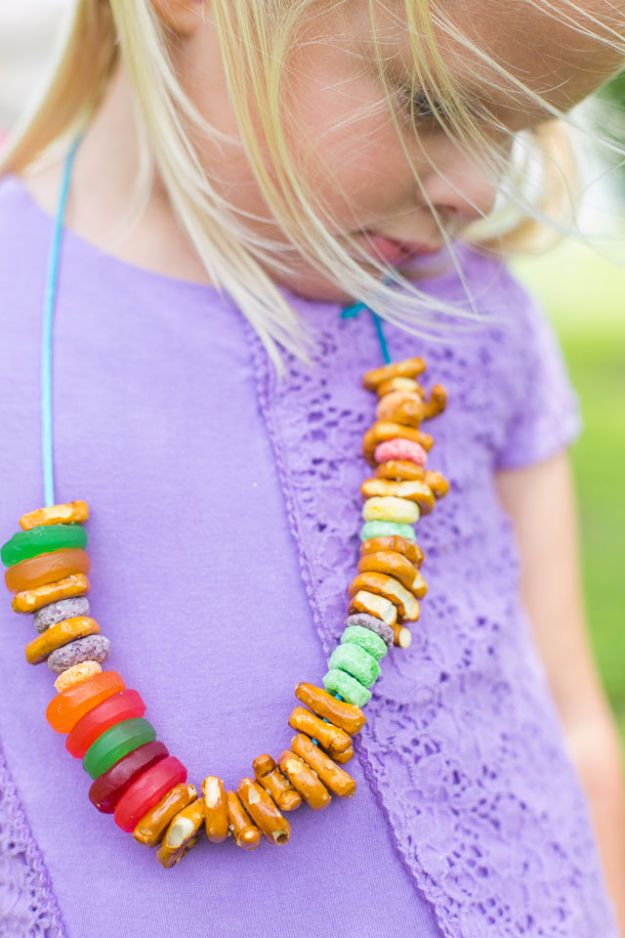 DIY Picnic Ideas - DIY Picnic Necklaces For Kids - Cool Recipes and Tips for Picnics and Meals Outdoors - Recipes, Easy Sandwich Wraps, Blankets, Baskets and Carriers to Make for Fun Family Outings and Romantic Date Ideas - Mason Jar Drinks, Snack Holders, Utensil Caddy and Picnic Hacks