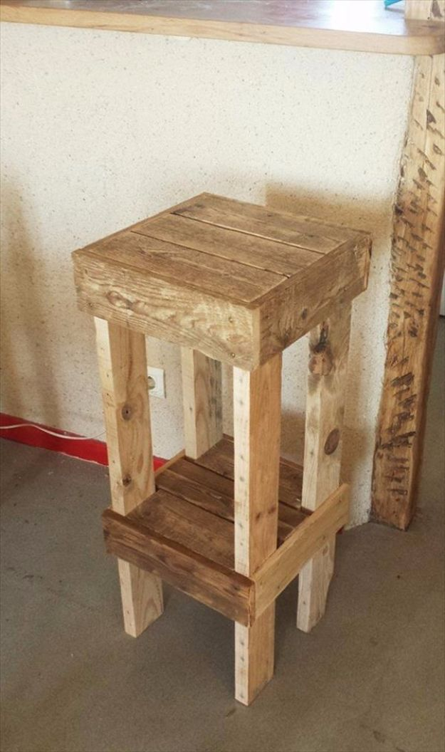 DIY Barstools - DIY Reclaimed Pallet Stools - Easy and Cheap Ideas for Seating and Creative