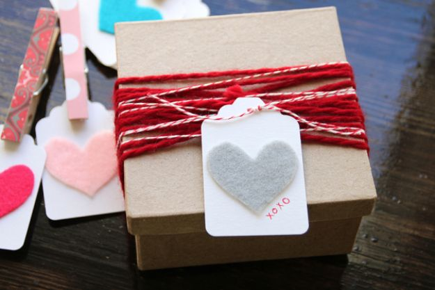 Homemade Gift Cards and Tags - Felt Heart Gift Tags - Easy and Cheap Ideas for Creative Handmade Birthday, Christmas, Mothers Day and Father Day Cards - Cute Holiday Gift Tags, Dollar Store Crafts, Homemade DIY Gifts and Gift Card Holders You Can Make at Home - Fun Crafts for Adults, Kids and Teens http://diyjoy.com/homemade-gift-cards-tags