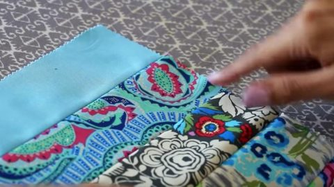 She Makes An Easy Jelly Roll Quilt That Is Perfect For Beginners
